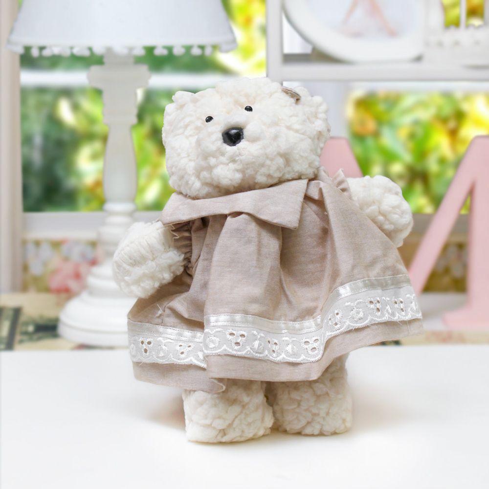 Ursa Dottie Pequena Palha Cru ambientada