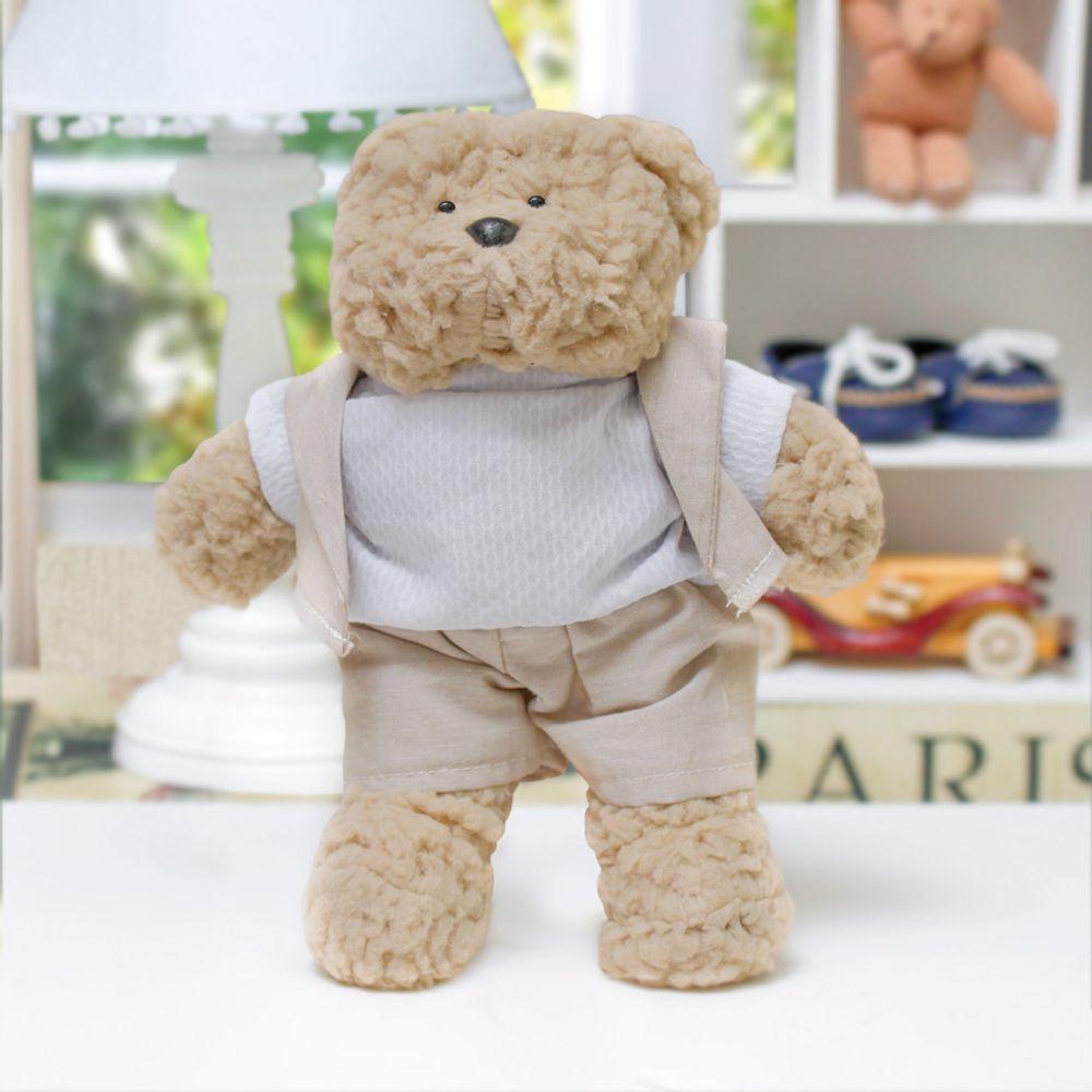 Urso Bob Pequeno Bege Cru ambientada