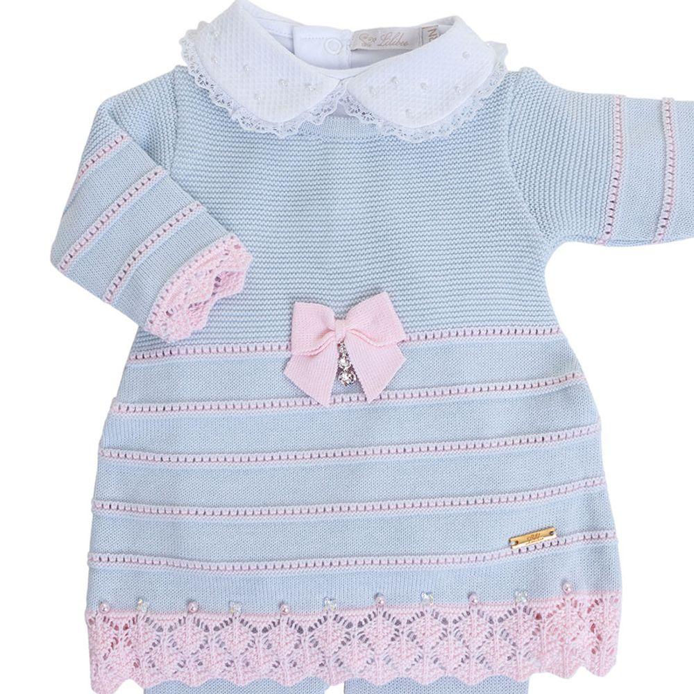 Vestido de Bebê Azul Pó com Barra Rendada - Saída de Maternidade