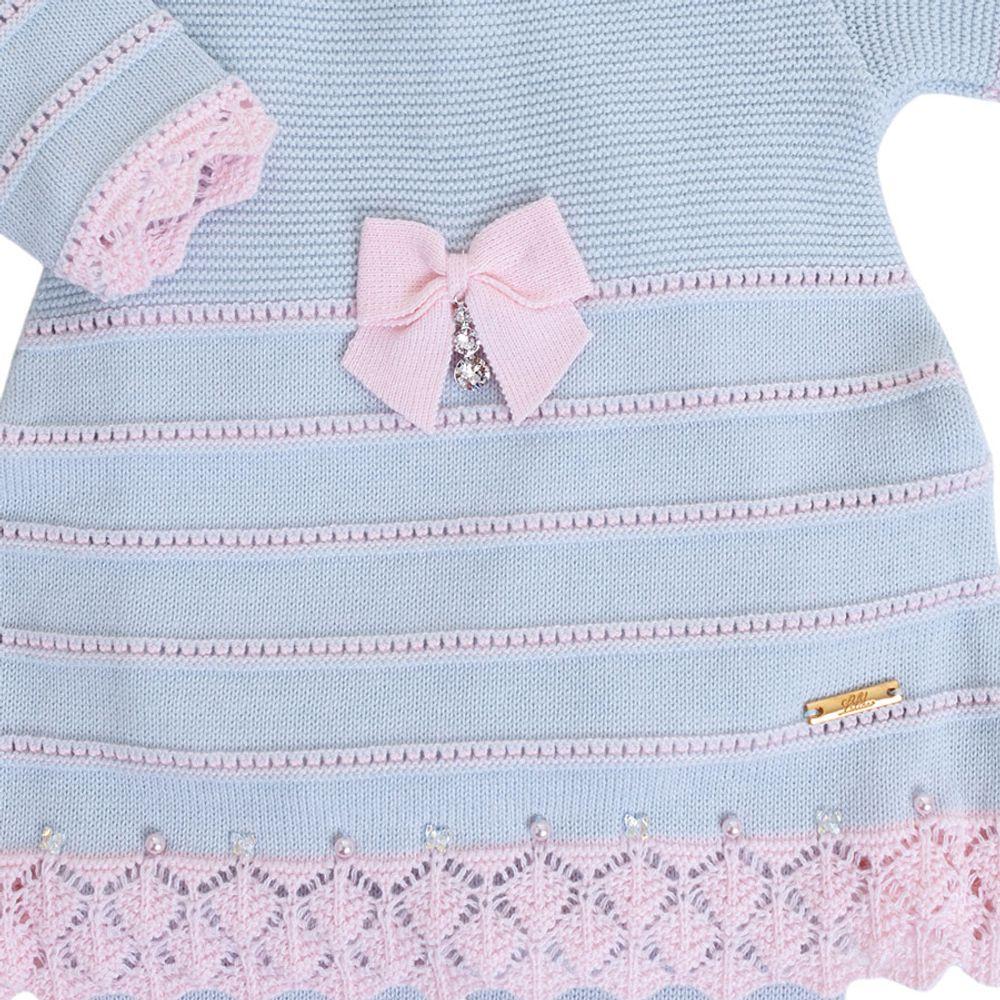 Vestido de Bebê Azul Pó com Barra Rendada - Saída de Maternidade detalhe