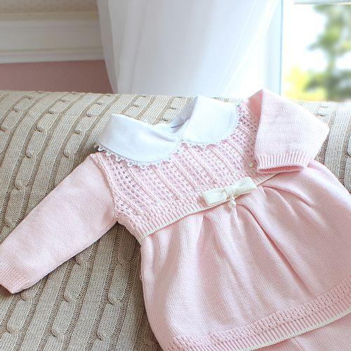 Vestido de Bebê Furinhos em Tricô Rosa - Saída de Maternidade