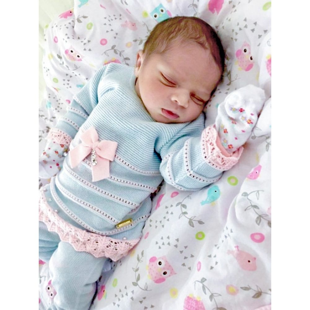 Vestido de Bebê Azul Pó com Barra Rendada - Saída de Maternidade bebê