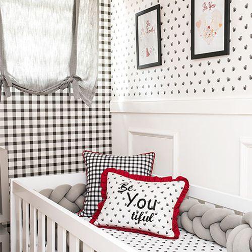 Preto e Branco no Quarto de Bebê Menina