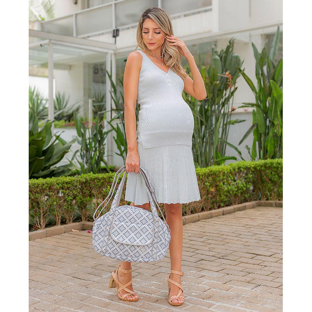 Bolsa Maternidade Geométrica Helena Cinza ambientada