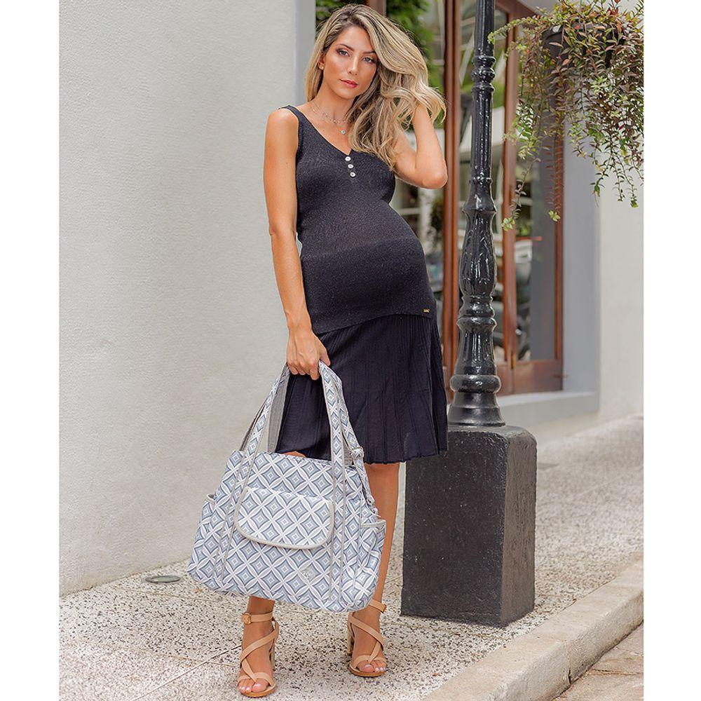 Bolsa Maternidade Geométrica Carol Cinza ambientada