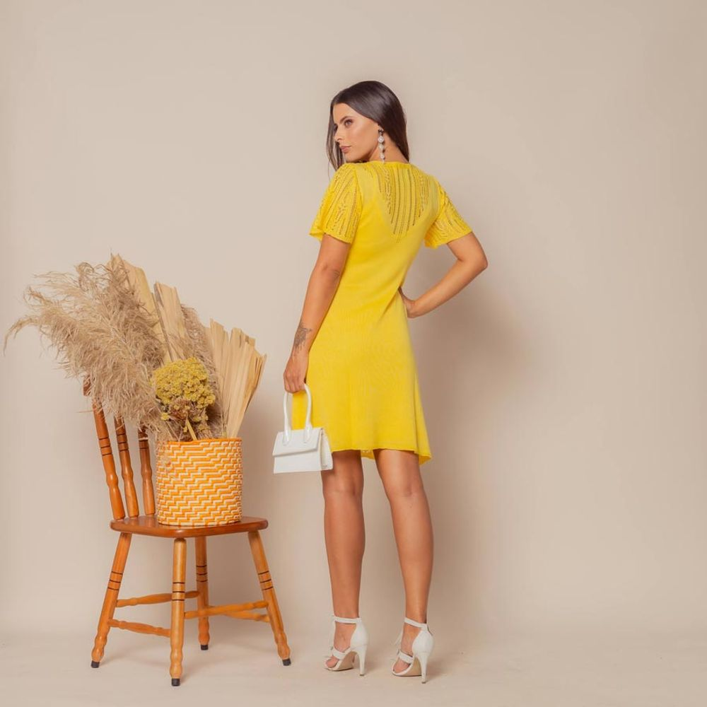 Vestido-Tricot-Curto-Soltinho-Amarelo-5